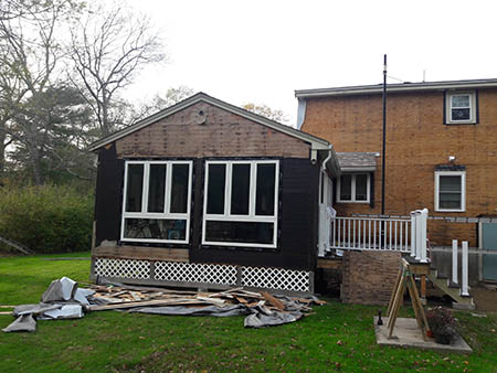 Front of House - Vinyl Siding Cedar Impressions